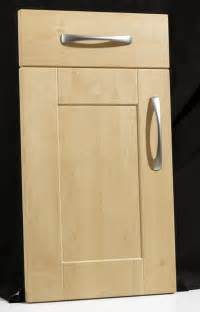 shaker door kitchen cabinets maple shaker cabinet doors www galleryhip com the