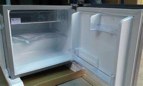 Kulkas Toshiba Glacio Mini spek harga toshiba kulkas mini portable glacio xd7 gr n9p