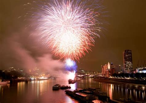 thames river cruise new years eve 2016 new year s eve gala dinner cruise with city cruises