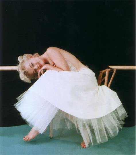 marilyn monroe the ballerina sitting 1954 1000 images about marilyn on pinterest milton greene
