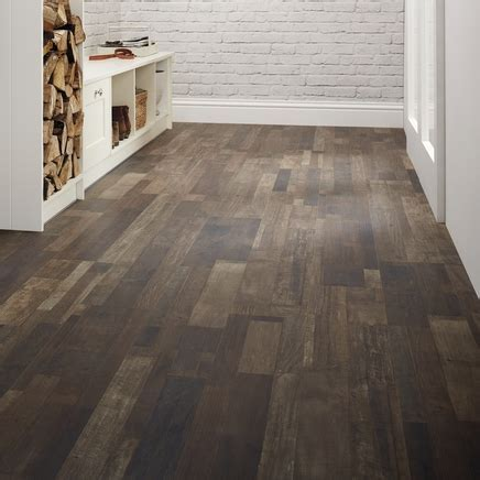 Professional Dark Brown Oak Laminate Flooring   Howdens