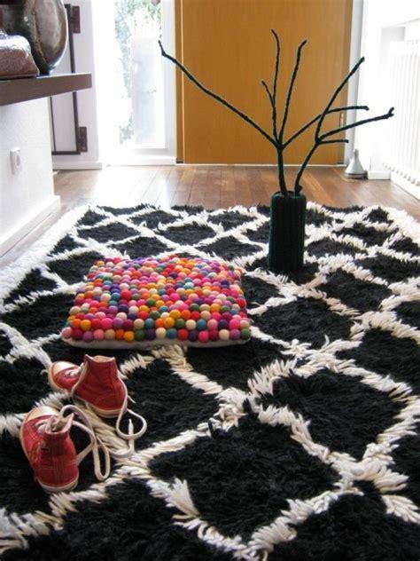 schwarz weisser teppich schwarz wei 223 er teppich oder das quot frida teppich syndrom