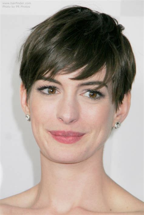 anne hathaway short hair 360 view anne hathaway s short pixie cut style with the hair swept