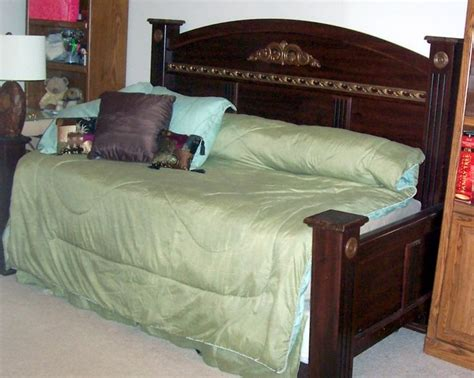 Daybed Headboard by Upcycled A King Sized Headboard Footboard Into A Frame To Create A Daybed Split The Footboard