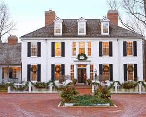 Colonial Home Decorating Ideas colonial christmas decor ideas midwest living