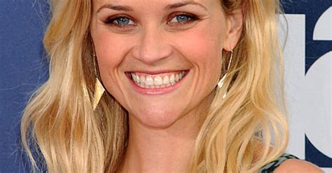 beachy texture photo reese witherspoons 10 best beachy texture reese witherspoon s 10 best hairstyles