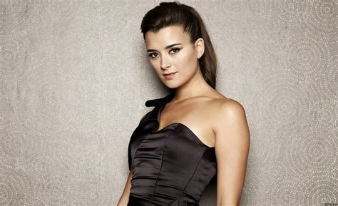 what scandal is causing cote de pablo leaving ncis ziva s successor on ncis is socially awkward bishop