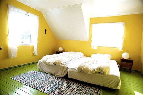 Green And Yellow Bedroom by Eye Catching Paint Colors For The Bedroom