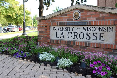 Univerisity Of Lacrossee Mba by Uw La Crosse Director Rebuked For Emails About