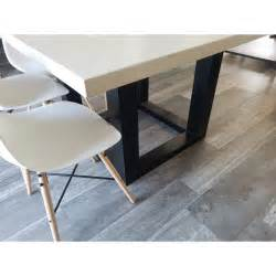 table de salle a style industriel