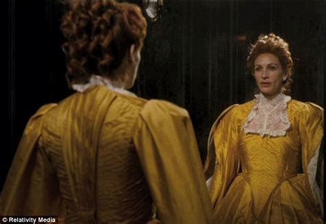 new film queen julia roberts channels queen elizabeth i in a ruff and red