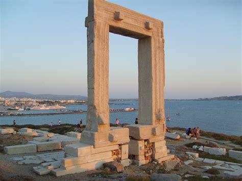 naxos turisti per caso naxos palatia portara viaggi vacanze e turismo