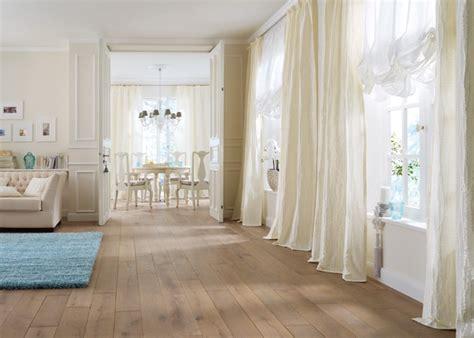 vorhänge beige braun wohnzimmer und kamin scheibengardinen modern wohnzimmer