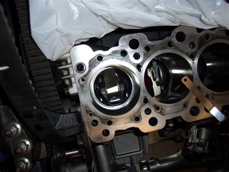 how cars engines work 1985 pontiac firefly interior lighting service manual removing pistons from a 1985 mitsubishi truck isuzu engine rebuild youtube