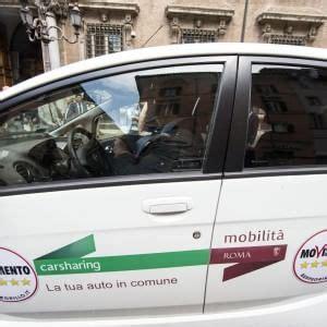 agenzia della mobilita roma logo m5s su auto car di roma l agenzia per la