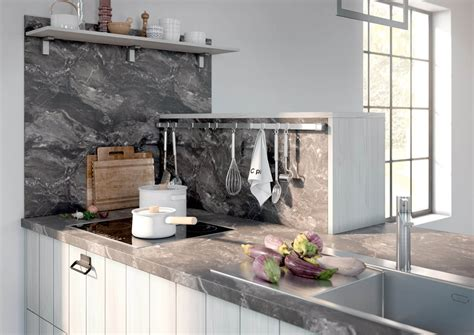 küchenwand spritzschutz spritzschutz beim herd ideen f 252 r die gestaltung der