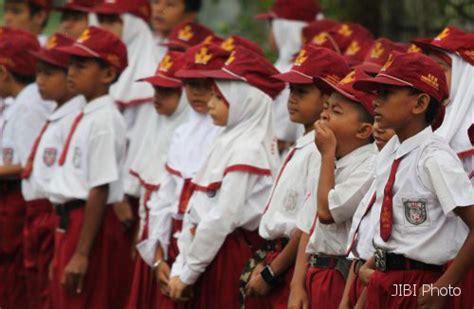 Seragam Sekolah Sd Anak Laki Laki Perempuan Polos Pendek Size 11 13 karakteristik anak usia sekolah dasar yanuar akhmad