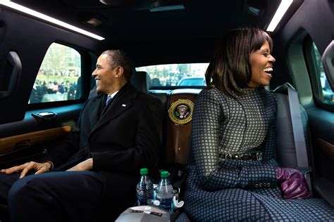 Obama S | file obamas wave from the presidential limousine jpg wikimedia commons