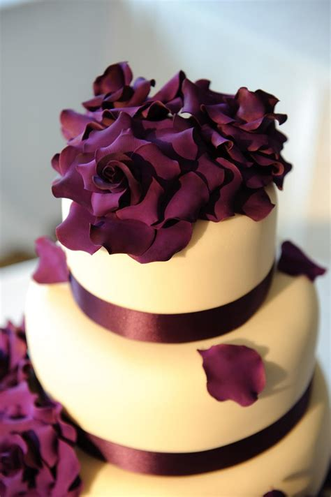 Hochzeitstorte Lila Blumen by Beautiful Photos Of Purple Wedding Cakes Ipunya