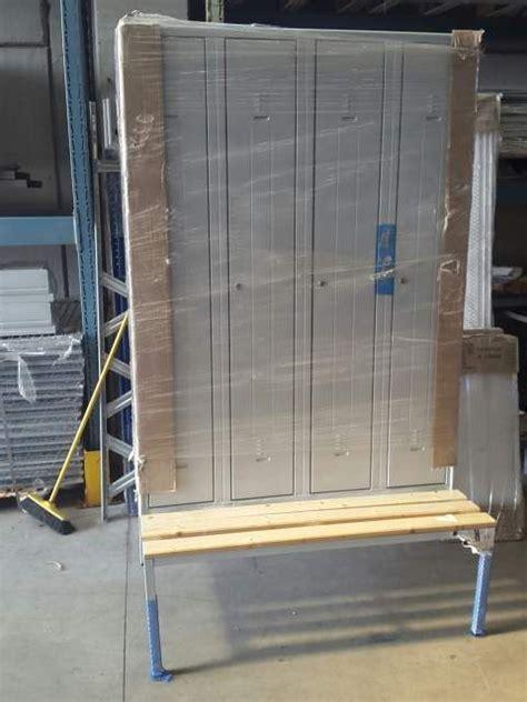 armadietti spogliatoio usati 1000 idee su armadi metallici su mobili da