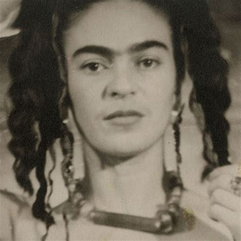 frida kahlo biography artwork beauty biography of frida kahlo popsugar beauty