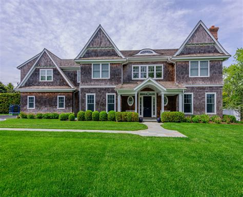 traditional style house traditional shingle style home in bridgehton ny