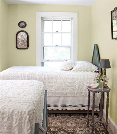 best sheen for bedroom 34 best images about two beds in a small room on pinterest