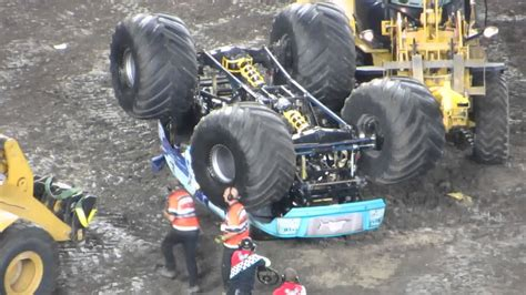 monster truck crash videos youtube monster jam 2014 hooked monster truck crash rollover