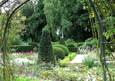 Britzer Garten Rosengarten by Fotos Britzer Garten 06 Ein Rosarium Formschnitte In