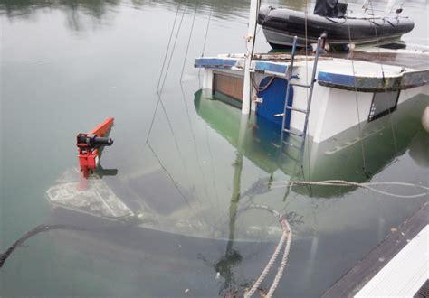 york river boat sinks boat sinks on the river medina island echo 24hr news