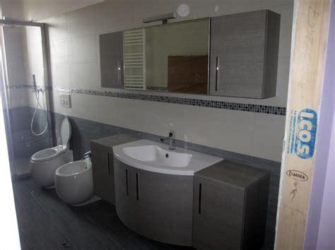 costo lavandino bagno foto secondo bagno con mobile bagno in mdf e lavabo in