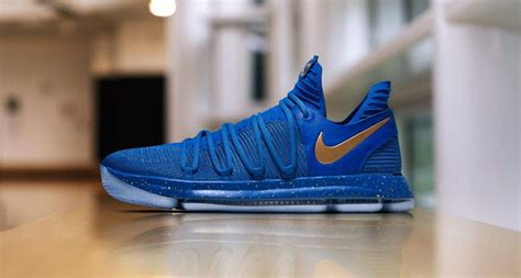 imagenes de tenis nike kevin durant kevin durant helps warriors take game 1 in nike kd 10 pe