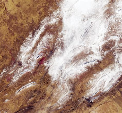 sahara desert snow stunning rare satellite image shows the sahara desert