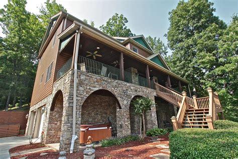 Cabin Shenandoah by Shenandoah Lodge A 5 Bedroom Cabin In Gatlinburg Tennessee Mountain Laurel Chalets