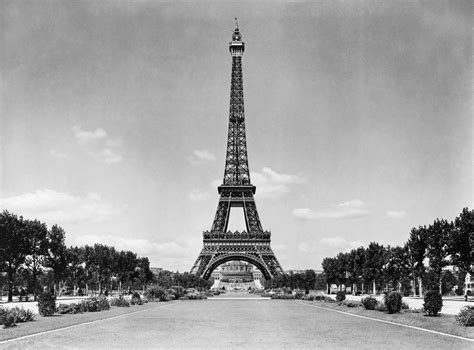 black and white eiffel tower wallpaper the eiffel tower and the park black and white photo