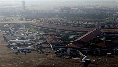 airasia terminal jakarta garuda lion air airasia invest in small airports