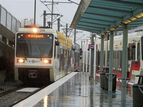 portland oregon max light rail arriving at airport station