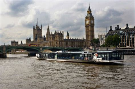 thames river boat cruise with jazz cosy meal for two on a river thames jazz cruise the cosy