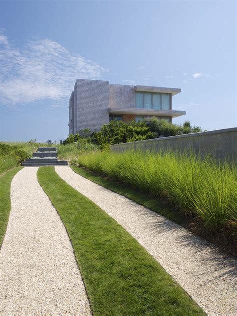 garten deko kies garten einfahrt haus kies gras rasen deko steinmauer
