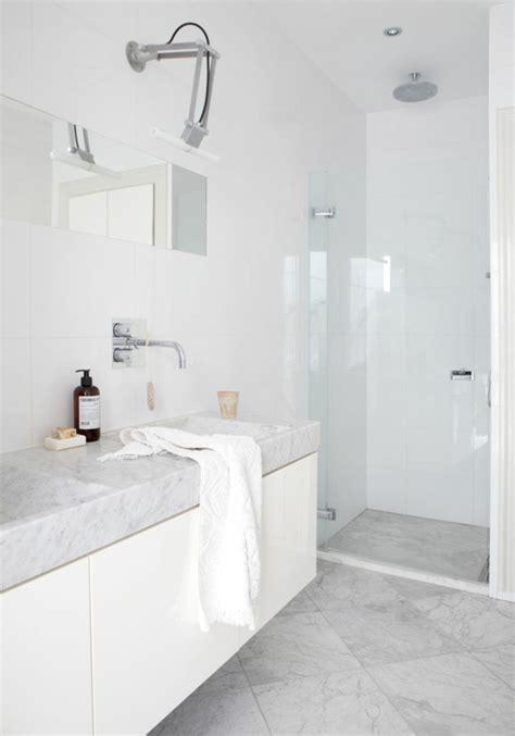 salle de bain blanche et grise 5141 une salle de bains grise 233 l 233 gance et chic contemporain