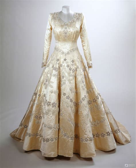 Elizabeths Wedding Dress Our One 5 by How Much Does It Cost To Replicate Elizabeth S