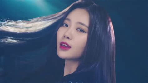 pictures of hair that flips out in the back with layers hair flips in k pop youtube