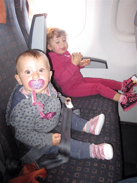 aereo easyjet interno viaggiare con i bambini