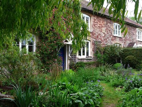 share  garden  english cottage garden
