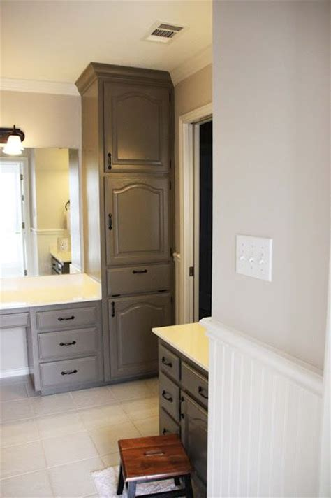 bathroom paint colors with oak cabinets oak cabinets picmia