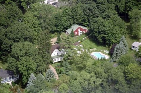 hillary clinton chappaqua address hillary clinton house in chappaqua ny pictures of