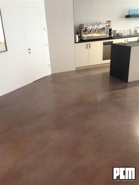 pavimenti cemento pavimento in cemento spatolato in cucina