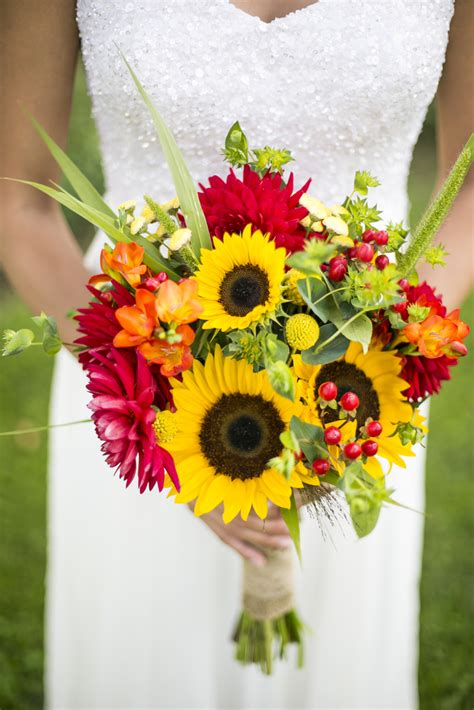 Wedding Bouquets Using Sunflowers by Warmth And Happiness 20 Sunflower Wedding Bouquet