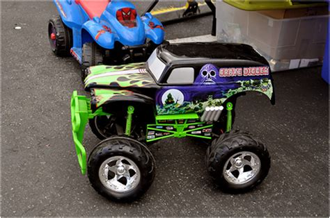 power wheels grave digger monster monster jam bigfoot 14 related keywords monster jam