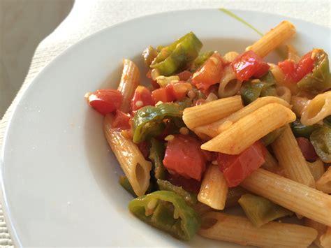 friggitelli come cucinarli penne integrali ai friggitelli e pomodori basil n tomato